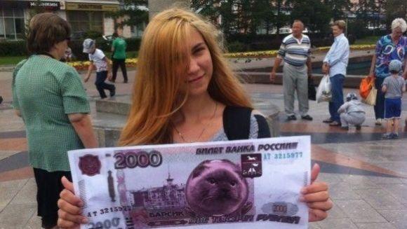 Барнаульцы вышли на одиночные пикеты, чтобы поместить кота Барсика на новые купюры